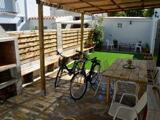 Apartamento 2minutos de la playa,wifi  Barbacoa, jardín privado 3 habitaciones., Cambrils