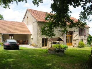 Tranquil converted barn with private pool, Saint-Sulpice-les-Feuilles