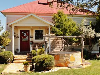 Long Creek Farm Bed&Breakfast - Sue's Suite, New Braunfels