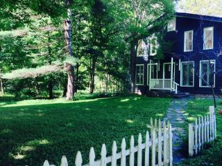 Delightful 3BR Waterfront Farmhouse, Saugerties