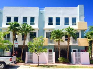 3 Story Southbeach Townhome - Stroll to Ocean, Miami Beach