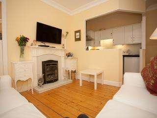 New Town Hideaway - Free secure parking, Edimburgo