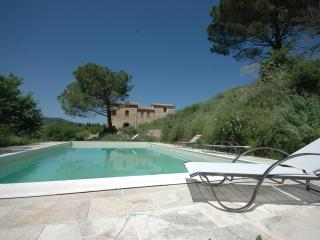 Luxury 4 bed house with views over Montepulciano