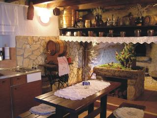 Antique apartment in Orlec near Cres