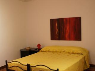 Casa Rabbobi 2 red apartment in center of Palermo