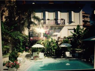 Stunning Top Floor Apartment with Pool - Central C, Cannes