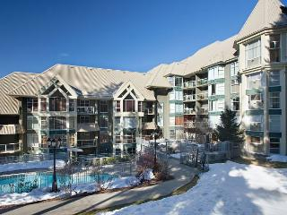 Woodrun Lodge 517 | Ski-in/Ski-out, Fireplace, Common Hot Tub and Pool