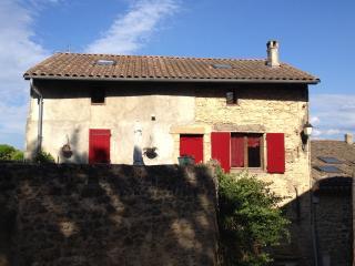 A Grane chambre dans maison de village