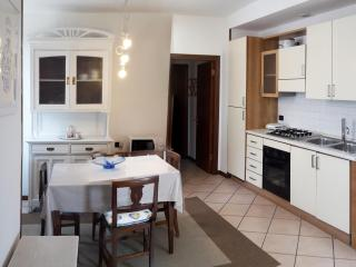 white holiday home, Desenzano del Garda