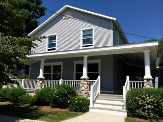Stunning newly renovated house downtown Harbor Spr, Harbor Springs