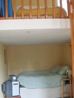 ch 2 pers + lit 1 pers en mezzanine (bedroom 2 pers + loft bed 1 pers