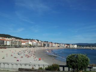 Bright beachside apartment in Sanxenxo, Galicia, with 2 bedrooms - 300m from Playa de Silgar