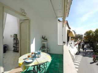 Kelly- Central Apt in Positano- Sleeps 4/6