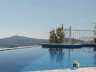 Infinite pool; infinite view ... tranquil