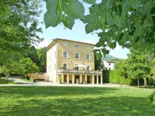 Villa Margherita, countryside, private pool. 10 px, Lucca