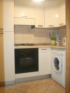 cucina con dettaglio lavatrice appartamento Glicine