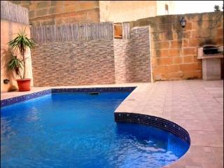 5 Bedroom dupex maisonette with private pool., Xaghra
