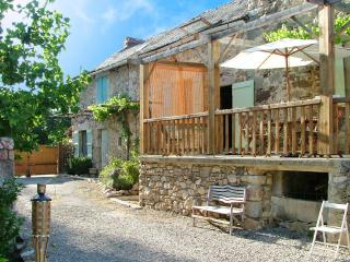 Les Trois Puits - large farmhouse in a picturesque Aveyron hamlet, w/ garden – 10min from Najac, La Fouillade