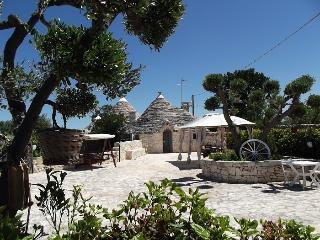 TRULLO CON PISCINA, Alberobello