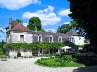 Chateau Visconti Chateau in the Dordogne region, Chateau to let, Chateau rental for holidays, Saint-Martin-de-Ribérac