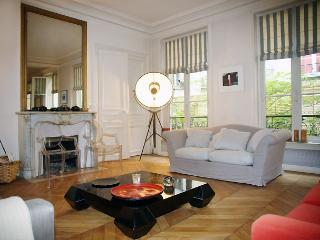 Apartment Royal Garden 4 bedroom Paris apartment, Paris apartment for rent, self
