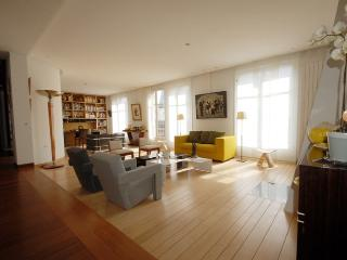 Bastille Penthouse 3 bedroom Paris apartment in 4th arrondissement, self catering flat in central Paris to let, Paris holiday flat in 6th