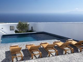 Eco Elegance Villa to let on Santorini, large villa Santorini to rent, holiday villa santorini, villa pool santorini, Pyrgos