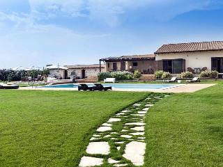 Villa Isola holiday vacation villa rental italy, sicily, syracuse, pool, Wi-Fi, holiday vacation short term, long term villa to rent, Siracusa