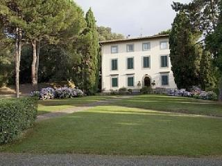 Villa Gemma holiday vacation villa rental italy, tuscany, lucca area, near forte