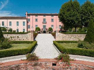 Villa Ambrosia holiday vacation villa rental italy, tuscany, lucca, wedding, spe