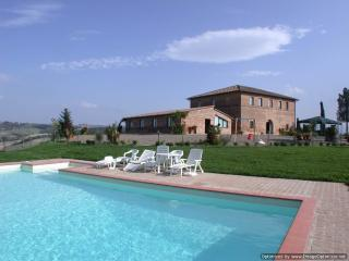 Laurent Estate - Due farmhouse rental Buonconvento