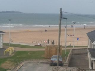 Atlantic Beach View Portrush -Family holiday home at east strand beach