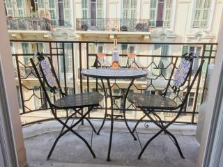 Central location - luxury 2 bedroom apartment, Nice