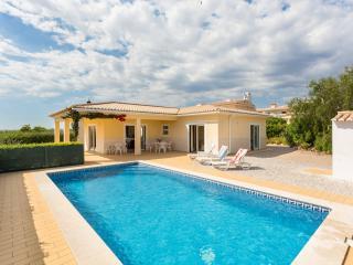 Vila Atlantico, com 3 quartos - piscina privada & para churrasco., Lagos