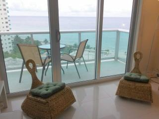 Beautiful Apartament condo on the beach View Ocean, Miami