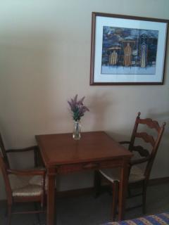 Guest Suite Dinette/Desk