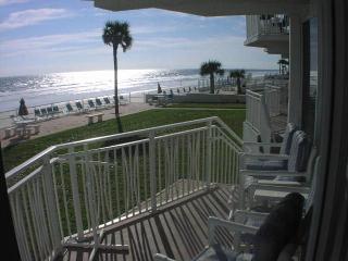 'Luxury' Ocean Front Grd Level 2 BR/2BA, Daytona Beach