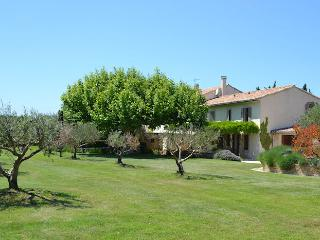 Carpentras Vaucluse, 16p. High level standing country house, private pool, Monteux