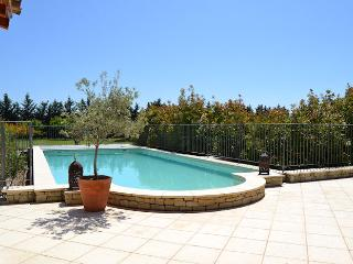 Carpentras Vaucluse, 16p. High level standing country house, private pool