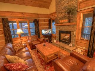 3BR Cabin, 90 Foot Waterfall, 2 Levels of Wraparound Decks, Hot Tub, 2 King, Banner Elk