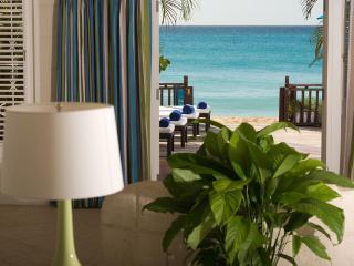 Bora Bora Lower - Relaxed Beachfront Apartment