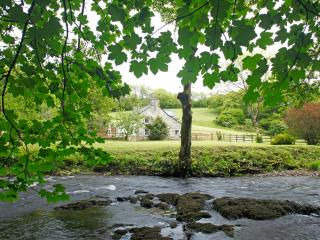 Glandwr Farmhouse, Newport 5* Visit Wales grading Riverside Escape