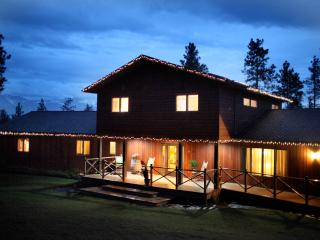 Whole House, Indoor Pool & Sauna on Flathead Lake!, Polson