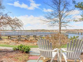 Dog-friendly waterfront studio with amazing views - great for relaxing!, Edgecomb