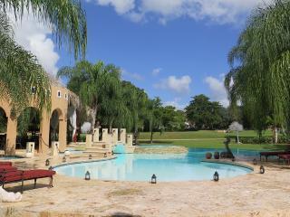 Villa Shangri La, Altos Dechavon