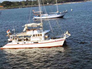 Amazing  Bali Yacht Charter & Cruises