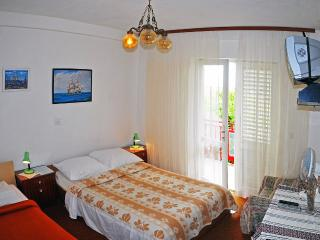 Apartment for 8 persons- ideal for group or family, Hvar