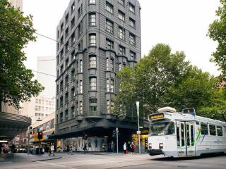 Melbourne City Art Deco Apartment