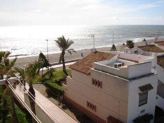 PISO DE 1 DORM. EN 1ª LINEA DE PLAYA, Roquetas de Mar
