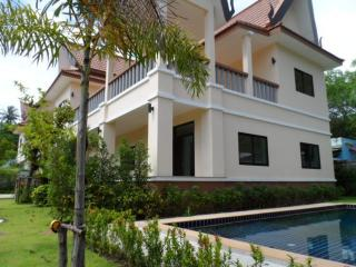 3 Bedroom Beachside Pool Villa